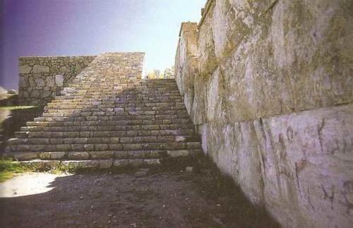 کنگاور شهر تمدن و تدین - پله های معبد آناهیتا - کنگاور از دیدگاه سیاحان و پژوهشگران قرون نوزدهم و بیستم میلادی - Kangavar Anahita temple
